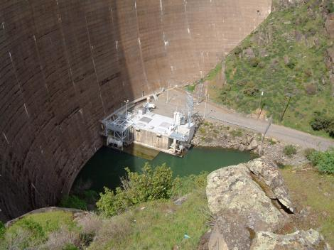 Bottom_of_the_monticello_dam