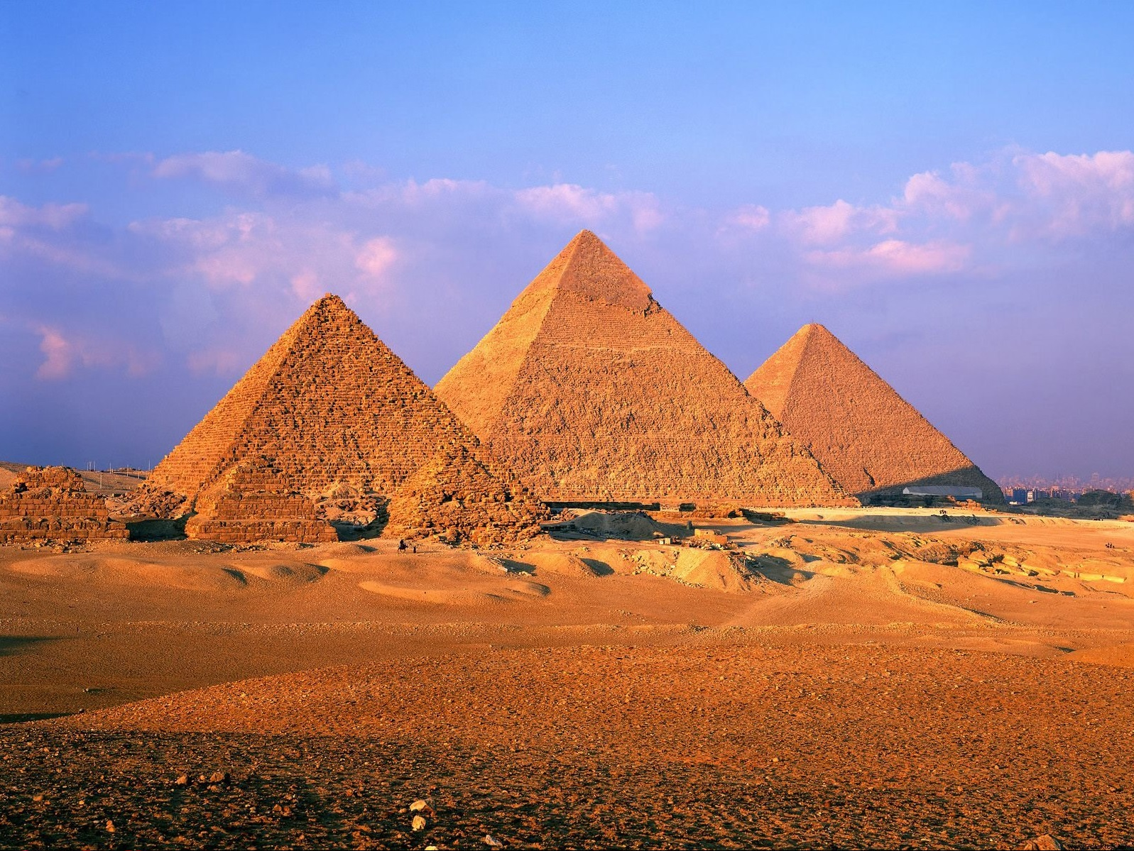http://aviratgroup.files.wordpress.com/2013/04/great-pyramid-of-giza.jpg