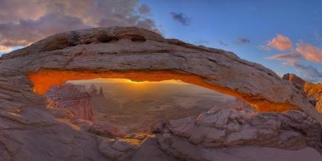 Mesa_Arch,_Canyonlands 1 (1)