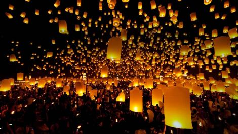 Lanterns_released_sky_festival_Chiang_Mai_province_Thailand_20121128